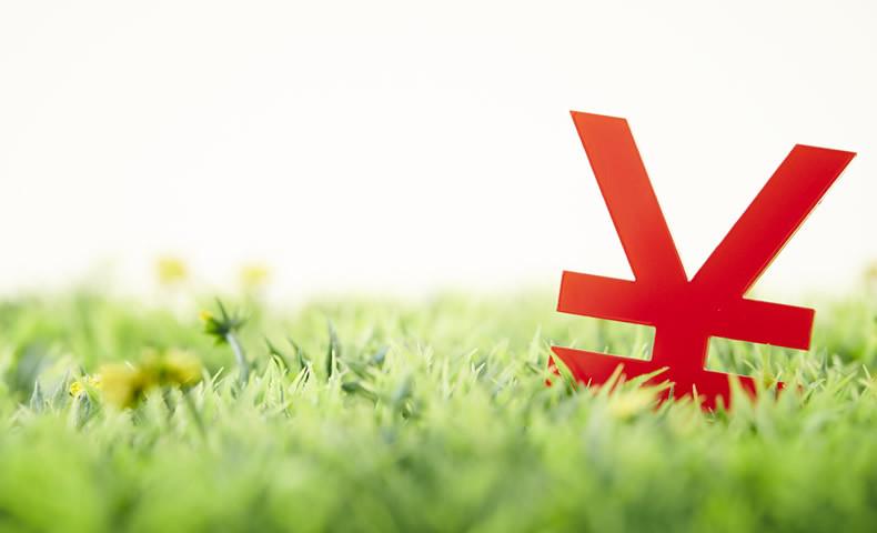 芝生と円マーク