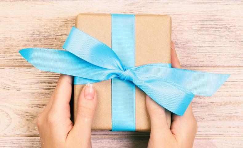 水色リボンのプレゼントボックス